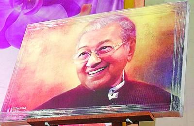 马哈迪肖像画以全场最高价,哪怕4900令吉被竞标卖出。