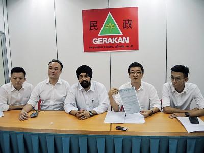 民政党记者会,左起卢界燊、黄松卿、峇日星、涂仲仪及黄志毅。