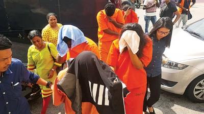 首4号称嫌犯遭警方再度延长在押7上直到11天(周二)。