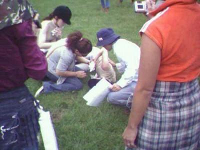 2005年赴大连拍摄广告,林志玲曾不慎掉马,致肋骨骨折及裂伤。