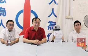 余女士(右2)向媒体透露受骗经过,左2是倪可汉。
