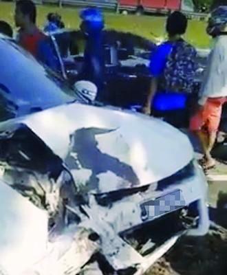 雨燕轿车车头损毁。(取自网络视频截图)