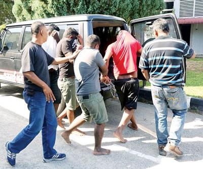 万里望新市镇街头开枪案,4名嫌犯周日被带往怡保推事庭再度申请延扣。