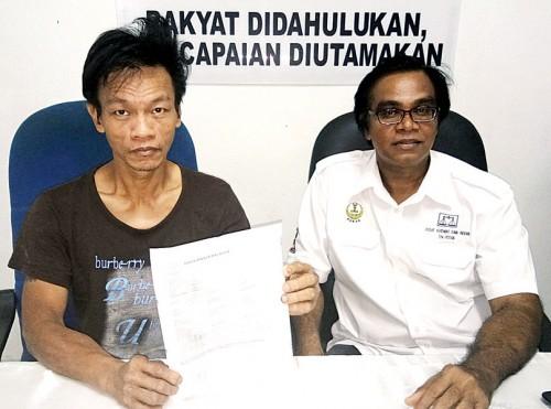 蔡志辉(左)在拉威陪同下第二度召开新闻发布会,希望警方尽快对付进行暴力追债的阿窿。