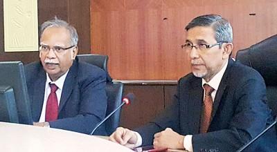 拉玛沙米(左)及拉昔召开记者会,回应前柔府村社委会主席詹德荣被终止委任课题。