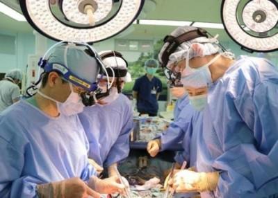 今次的手术属世界首例。