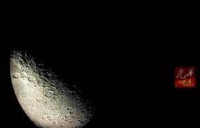 尽管网上一搜一箩筐,但跟亲眼看到月亮真面貌相比始终不一样。