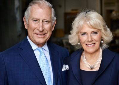 皇室发放查理斯(左)与卡米拉(右)的最新合照。