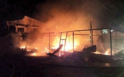我市甘榜占吉耕丁2住屋凌晨3经常受到大火夷为平地。