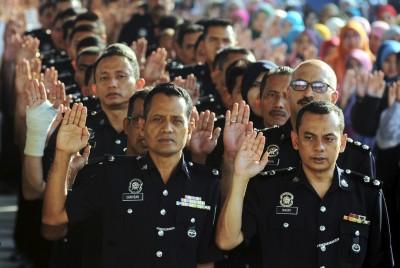 乔治市:槟州警员宣誓反贪。