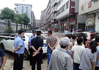 警方在现场拉起封锁线。