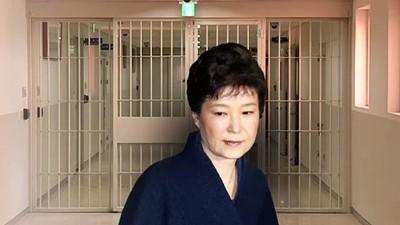 监狱看守员发现朴槿惠作为怪异。