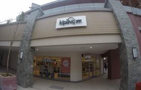 来到云顶名牌折扣购物中心,一定要到Kipling逛逛,里面肯定有你的心头好。