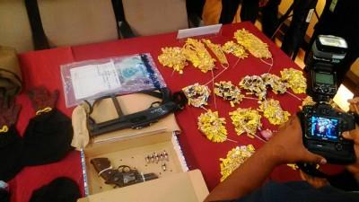 警署起回大部分金饰贼赃及匪徒作案工具。