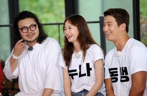 《RM》推出《真实的家族诞生》特辑,找来班底全昭旻的弟弟全旭旻(右)。