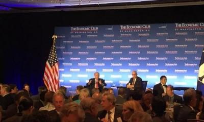 罗斯(左)与会华盛顿经济俱乐部午宴时说。