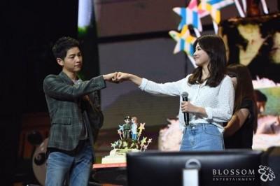 宋仲基月初认爱宋慧乔,些微口以为10月举行婚礼。