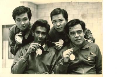 伍文美(前排右1)当年为大马在东南亚半岛运动会(东运会前身)金牌功臣之一。