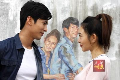 """颂恩宋帕山与孙耀绮于""""情侣共骑""""壁画前现身拍戏。"""