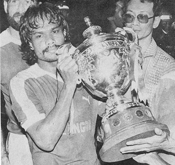 莫达达哈里在1981年助雪州打败新加坡,捧走马杯。