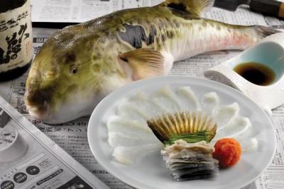 河豚皮和肉有毒,然而不至于会致命。