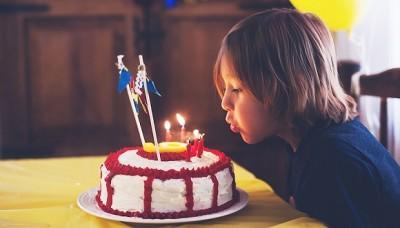 研究报告:吹生日蜡烛会让蛋糕上的细菌增加14倍