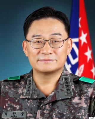 妻子涉嫌长期奴役负责将军家务的士兵,朴赞朱宣布辞职。