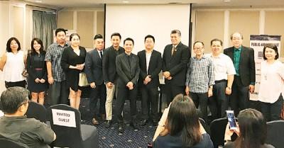 左5起涂永辉、刘荣鸿、胡国强、陈荣宗、菲力、李兴前、林星发、骆锦地及友好伙伴合照。