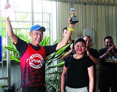 热爱马拉松的林子辉律师在个人成绩中亮眼,但在团体赛中败给了吉隆坡队。