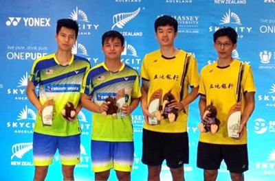 (左起)王耀新、张御宇、王齐麟和陈宏麟在纽羽颁奖台上。