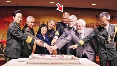 """王子(右四、稍图)自由出席活动,外称是因为受到""""私人邀请""""。"""