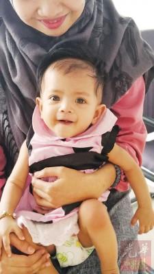 一双明亮大眼的女婴涵楠,小心脏却有洞孔,需要社会善心人士捐助6万令吉让她动心疾手术。