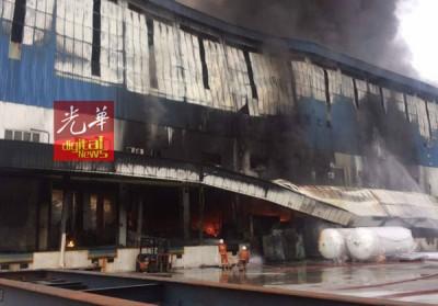 大火将工厂烧得面目全非。
