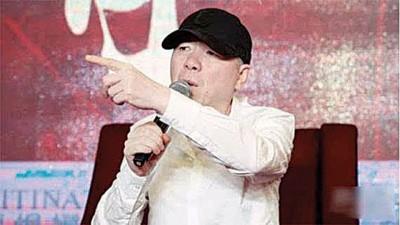 冯小刚通过个人微博辟谣,表示是小人作乱。