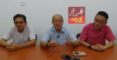 沈同钦(中)表明不会归回行动党。左是林敬贤,右为江春明。