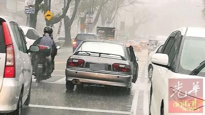 希冀为疑似涉及撞后逃的普腾威拉小车。