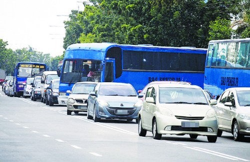 周四下午放工时间,估计峇央峇鲁和峇六拜工厂区会大塞车。