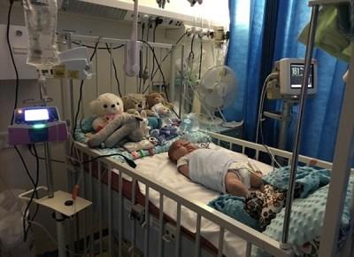 阿尤比出生后不久用转入深切治疗病房。