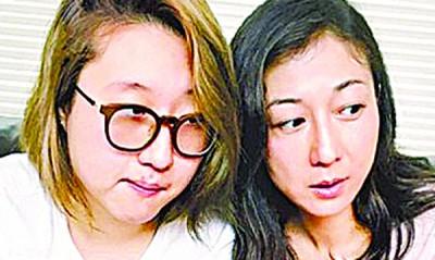 """吴绮莉(右)突在脸书喊话""""学习放手"""",似乎向女儿吴卓林(左)吐露心声。"""