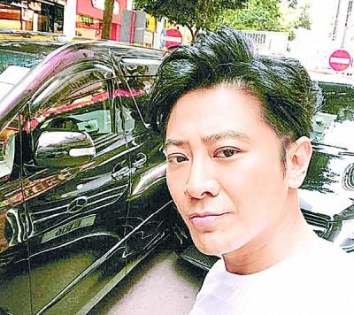 车被撞凹还要被指骂,孙耀威生气报警求助。