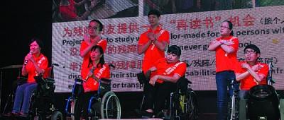 双福残障中心体障者以《感恩的心》感谢各位善长仁翁的慷慨解囊。
