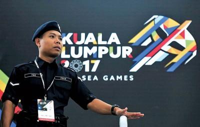 本届的东运会面临前所未有的防恐严峻考验,警方出动逾8000警力维安,保安工作绝不马虎!
