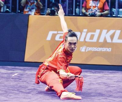 叶伟健在男子剑术力压队友等其他选手,赢得大马的首枚武术金牌。