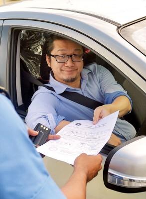 任绍龙周二早上十时抵达反贪会总部,以协助调查雪州大学课题。