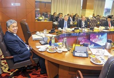 阿末扎希主持了内阁外劳与非法外劳委员会议后,透过文告表示政府已经探讨并同意调涨外劳人头税的建议。
