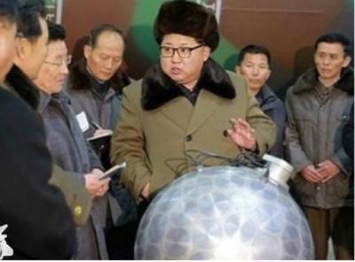 朝鲜领袖金正恩曾站在疑似小型核弹头模型前面。