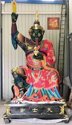 北赖滨那士区大士圣殿打造13尺高铜制大士爷金身将于周五凌晨举行开光仪式。