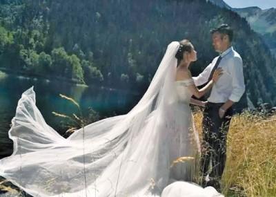 林希幔和未婚夫远去九寨沟拍摄婚纱照。