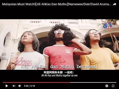 """黄明志也自导自演,扎上一角扮演年轻版的""""Ah Kao"""",也邀请许多不同民族人士来参演。"""