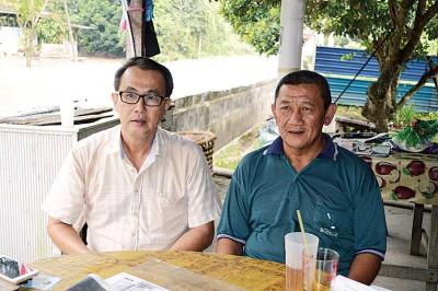 陈新利(右)与杨庆传驳斥《槟城头条》报道失实。
